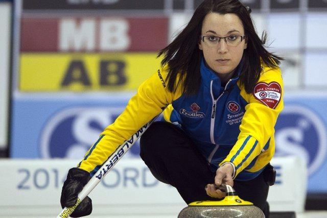 Val Sweetingfera face à la championne en titre... (Photo Ryan Remiorz, La Presse Canadienne)