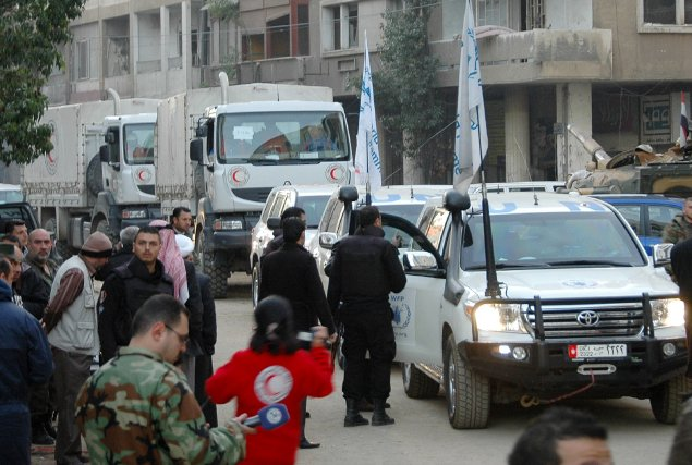 Des camions des Nations unies et du Croissant... (Photo AFP)