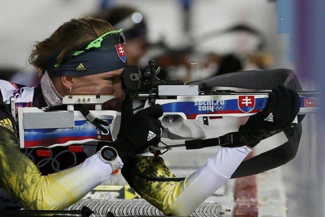 Anastasiya Kuzmina pendant une séance de tir lors... (PHOTO STEFAN WERMUTH, REUTERS)
