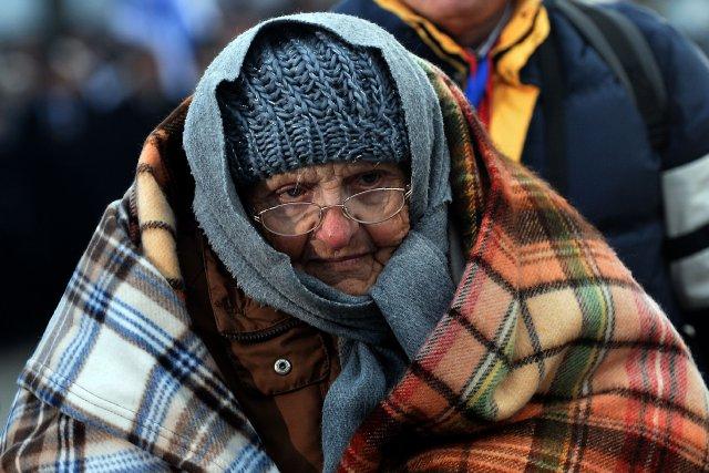 Une survivante des camps de concentration lors de... (Photo JANEK SKARZYNSKI, AFP)