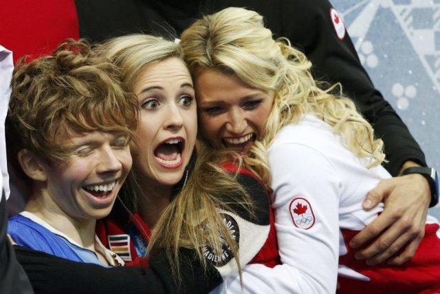 Kevin Reynolds est félicité par ses coéquipières après... (PHOTO LUCY NICHOLSON, REUTERS)