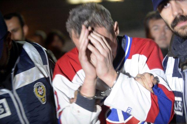 L'homme âgé de 45 ans qui répond, selon... (Photo BULENT KILIC, AFP)