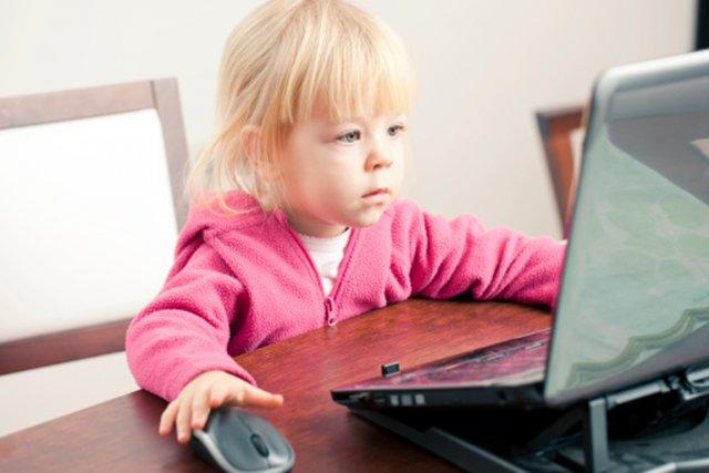 Les petits Canadiens passent moins de temps sur internet et sont moins... (PHOTO DIGITAL VISION/THINKSTOCK)