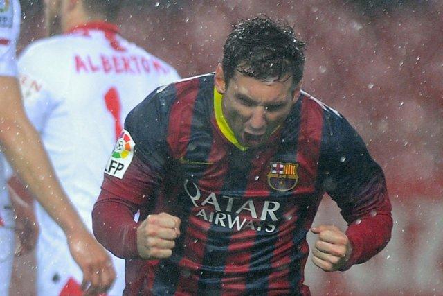 Lionel Messi, double buteur, a permis au FC Barcelone de sortir la tête de... (Photo: AFP)