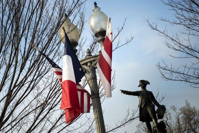 Le drapeau français flotte sur Pennsylvania Avenue et... (Photo: AFP)