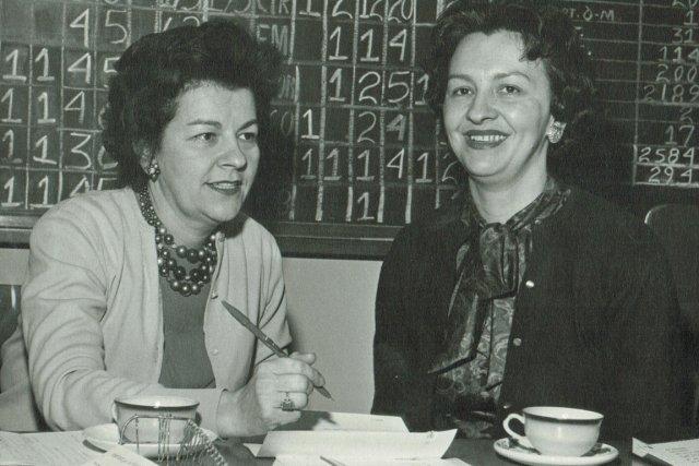 Les inséparables soeurs, Marguerite Cloutier-Blouin (à gauche) et... (PHOTO FOURNIE PAR LA FAMILLE)