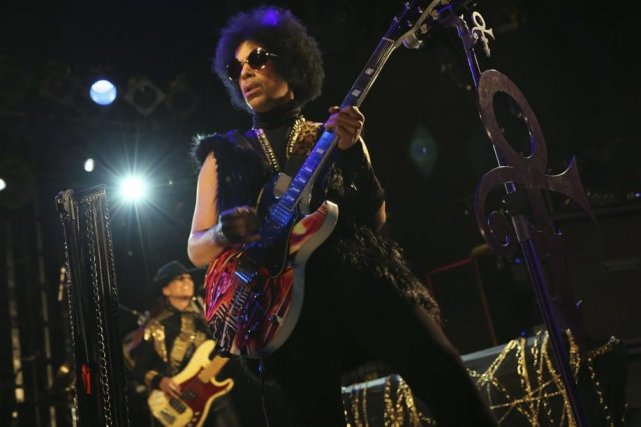 Prince en spectacle à Londres.... (Photo: AP)
