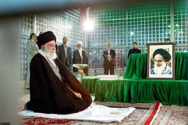 Le guide suprême, l'ayatollah Ali Khamenei, qui a... (PHOTO AFP)
