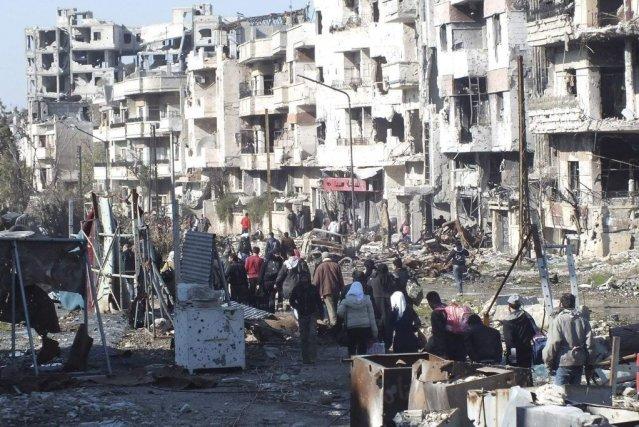 Des Syriens se préparant à être évacués de... (Photo Reuters)