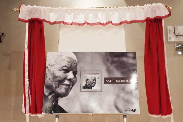 Sorti d'une imprimerie néerlandaise et présenté dans une... (PHOTO MARCO LONGARI, AFP)