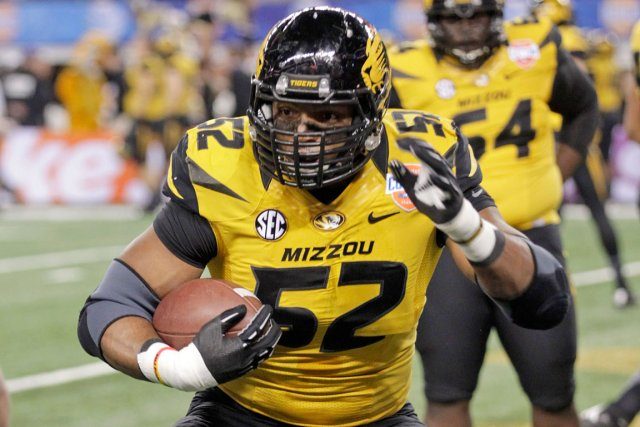 Michael Sam pourrait devenir le premier joueur actif... (Photo Tim Sharp, AP)