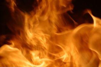 Un violent incendie a fait rage dans la nuit de mercredi à jeudi à...