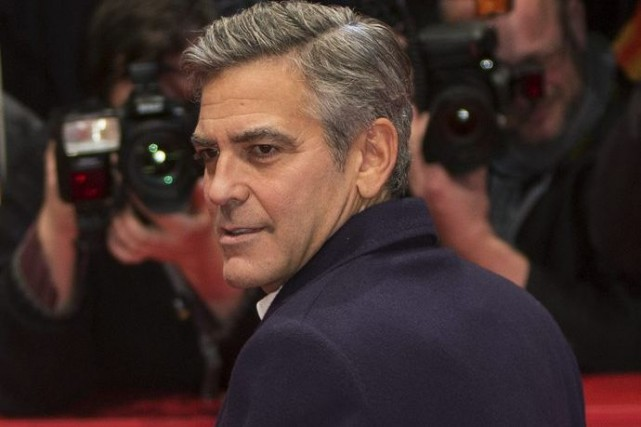 George Clooney sur le tapis rouge à la... (Photo: AFP)