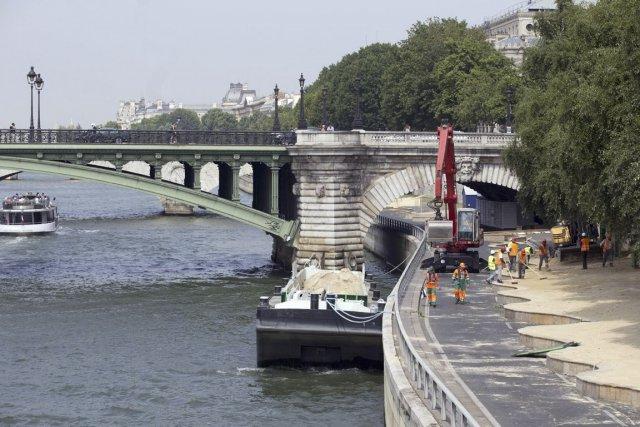 Une jambe humaine en état de décomposition avancée dérivant sur la Seine a été... (Photo d'archives AFP)