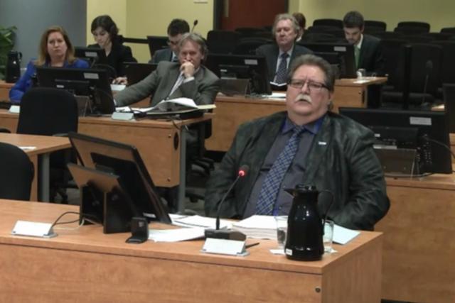 Le directeur général du Conseil provincial, Paul Faulkner... (Image vidéo)