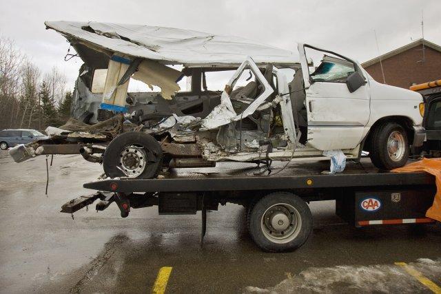 La camionnette accidentée qui transportait les sept joueurs... (Photo: archives La Presse Canadienne)