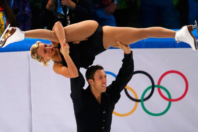 Les patineurs canadiens Dylan Moscovitch et Kirsten Moore-Towers... (Photo David Gray, archives Reuters)