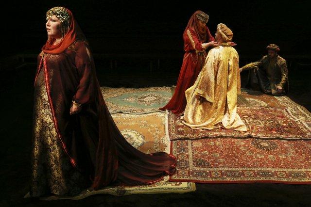 Kathleen Fortin, en Hermione dans Andromaque, vole toutefois... (Photo: fournie par Espace libre)