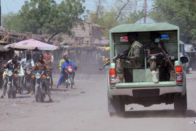 Les insurgés «ont pris en embuscade un convoi... (Photo PIUS UTOMI EKPEI, AFP)