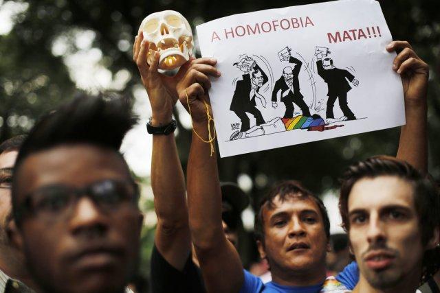 Des activistes participent à une manifestation dénonçant le... (PHOTO NACHO DOCE, REUTERS)