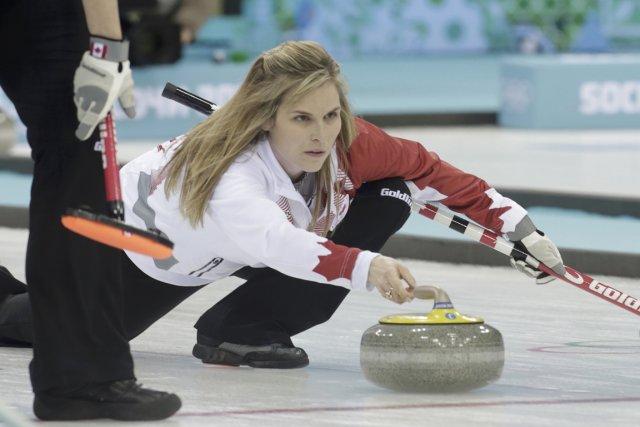 L'équipe de la skip canadienne Jennifer Jones a... (Photo Ints Kalnins, Reuters)