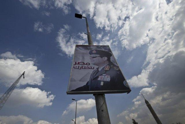 Une affiche montrant le général Abdel Fattah al-Sissi.... (Photo Khaled Desouki, Agence France-Presse)