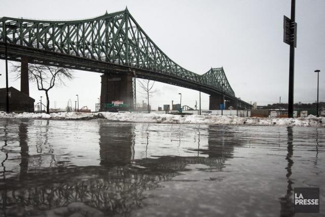 Les ponts Champlain et Jacques-Cartier (notre photo), tout... (PHOTO OLIVIER PONTBRIAND, ARCHIVES LA PRESSE)