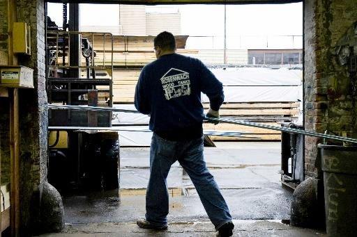 En janvier, la production industrielle a reculé de... (PHOTO ARCHIVES BLOOMBERG)