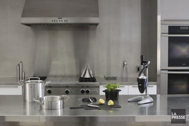 La designer à la retraite Nicole Breton nous reçoit chez elle. Dans une cuisine... (PHOTO MARTIN CHAMBERLAND, LA PRESSE)