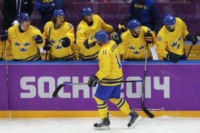 Daniel Alfredsson a marqué le seul but du... (PHOTO BRIAN SNYDER, AFP)