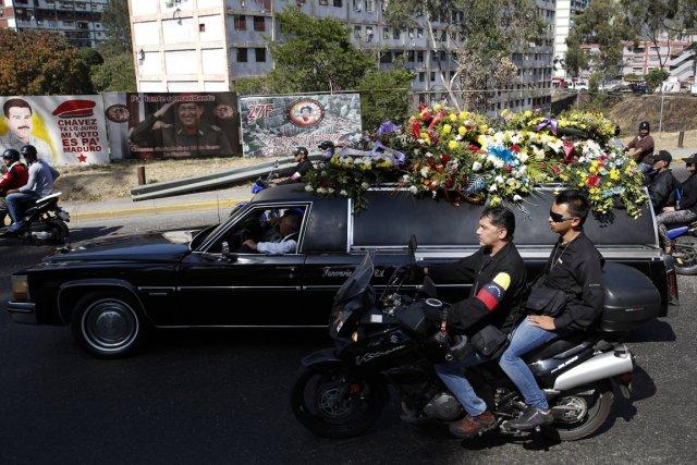 Les funérailles d'une des trois victimes, mortes lors... (Photo Carlos Garcia Rawlins, Reuters)