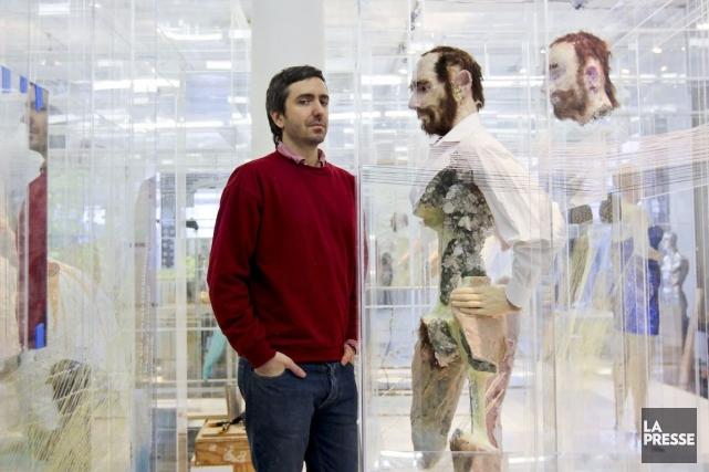À l'intérieur de l'installation Juices, David Altmejd joue... (Photo Bénédicte Millaud, La Presse)
