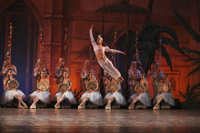 Un des tableaux du grand classique La bayadère,... (Photo fournie par les Grands Ballets canadiens de Montréal)