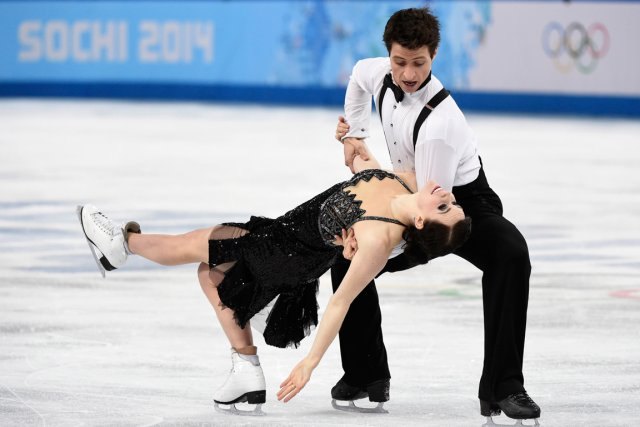 Tessa Virtue et Scott Moir... (PHOTO PAUL CHIASSON, PC)