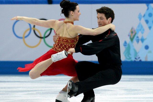 Tessa Virtue et Scott Moirtenteront de défendre leur... (PHOTO YURI KADOBNOV, AFP)