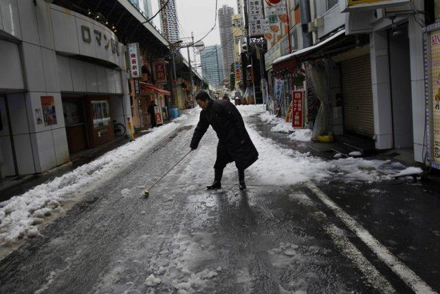 Un manteau de 20 centimètres a recouvert les... (Photo: AP)