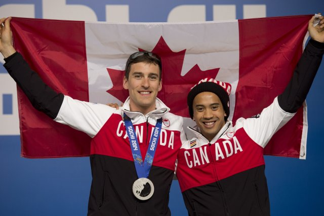 Denny Morrison, avec celui qui lui a permis... (Photo Adrian Wyld, La Presse Canadienne)