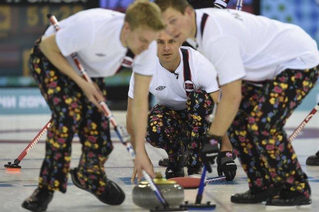 Avez-vous vu les pantalons des gars de la... (Photo AFP)