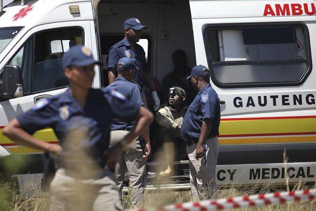 Onze mineurs avaient été secourus dès dimanche et... (PHOTO AFP/STRINGER)