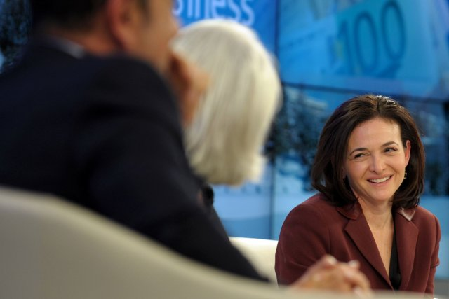 Sheryl Sandberg, alias madame Facebook... (Photo ERIC PIERMONT, AFP)