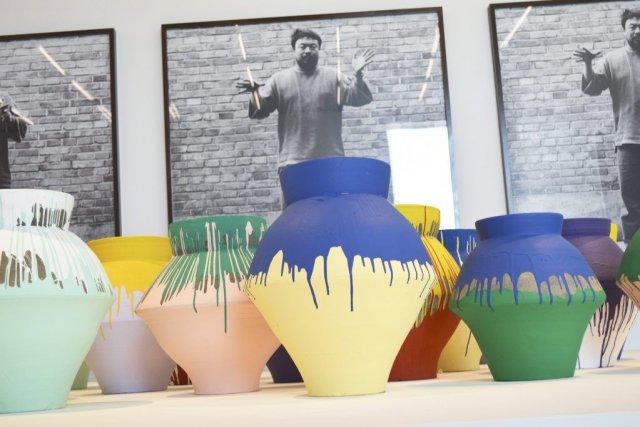 Les vases colorés d'Ai Weiwei exposés au Pérez... (Photo: Reuters)
