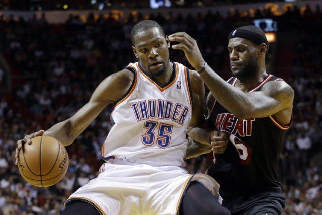 Kevin Durant etLeBron James.... (Photo: AP)