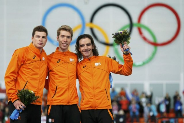 Les Néerlandais Sven Kramer (argent), Jorrit Bergsma (or)... (Photo Phil Noble, Reuters)