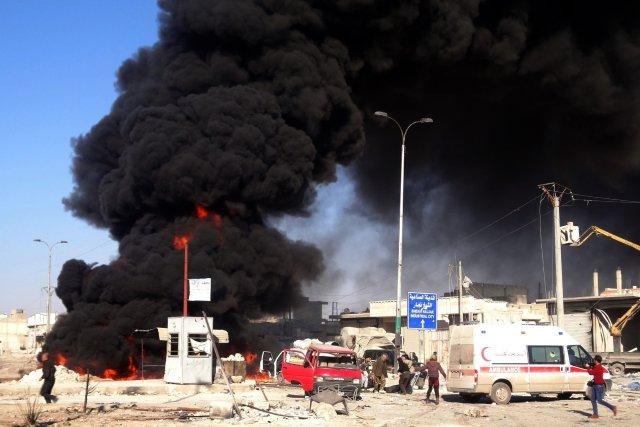 Les chutes de barils d'explosifssur différents villagesen Syriese... (Photo BARAA AL-HALABI, AFP)