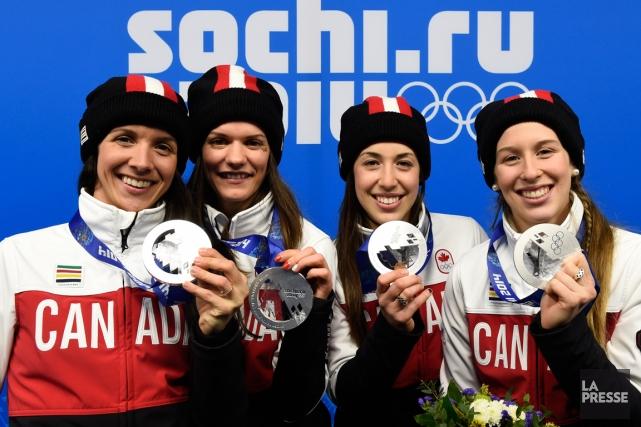 Marie-Ève Drolet, Jessica Hewitt,Valérie Maltais etMarianne St-Gelais montrent... (Photo Bernard Brault, La Presse)