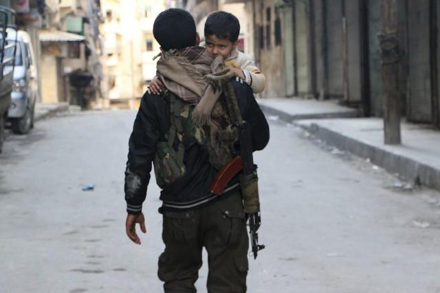Malgré l'annonce dimanche du retrait des rebelles du... (Photo archives REUTERS)
