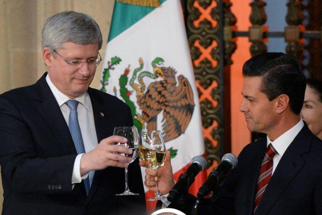 Stephen Harper a trinqué lundi avec leprésident mexicain... (Photo: PC)