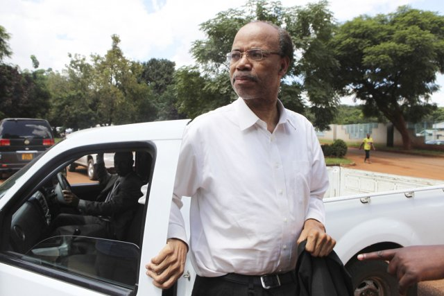 En arrivant au tribunal, M.Reynolds a affirmé à... (PHOTO PHILIMON BULAWAYO, REUTERS)