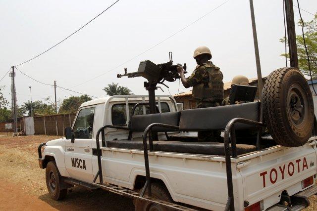 Ces tirs, qui ont cessé dans l'après-midi, opposaient... (Photo LUC GNAGO, Reuters)