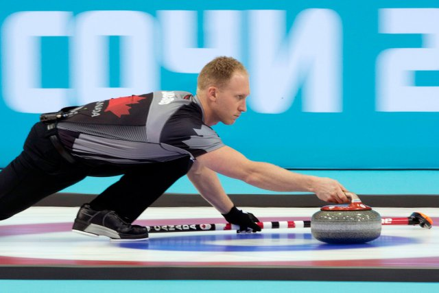 Le capitaine de l'équipe canadienne de curling, Brad... (Photo Adrian Wyld, PC)